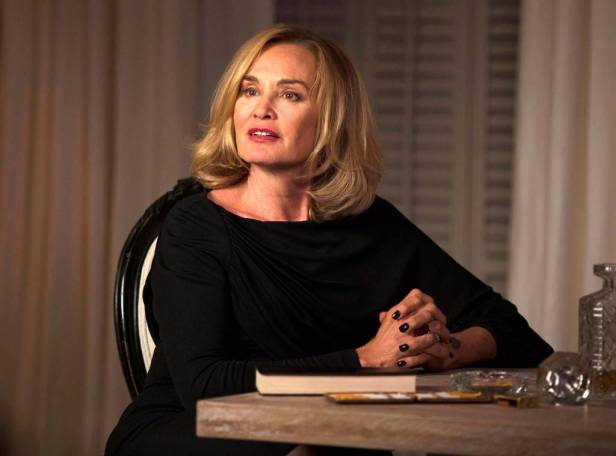 rs_1024x759-131022190147-1024.Jessica-Lange-American-Horror-Story-Coven.ms.102213